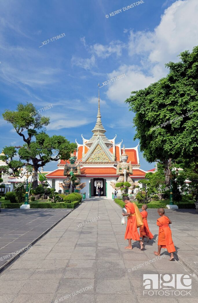 Stock Photo: Main Entrance Pagoda with Boy Monks, Wat Arun Rajwararam Temple of the Dawn, Thonburi, Bangkok, Thailand.
