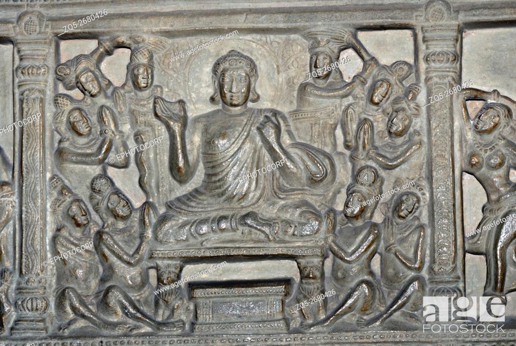 Imagen: Delhi. National Museum, Buddha in Padmasana with Disciples. 3rd century A. D.