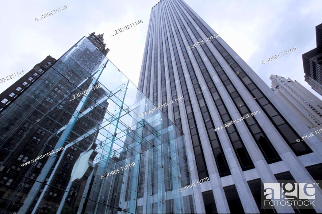 Stock Photo: Apple Store Fifth Avenue store Manhattan New York.