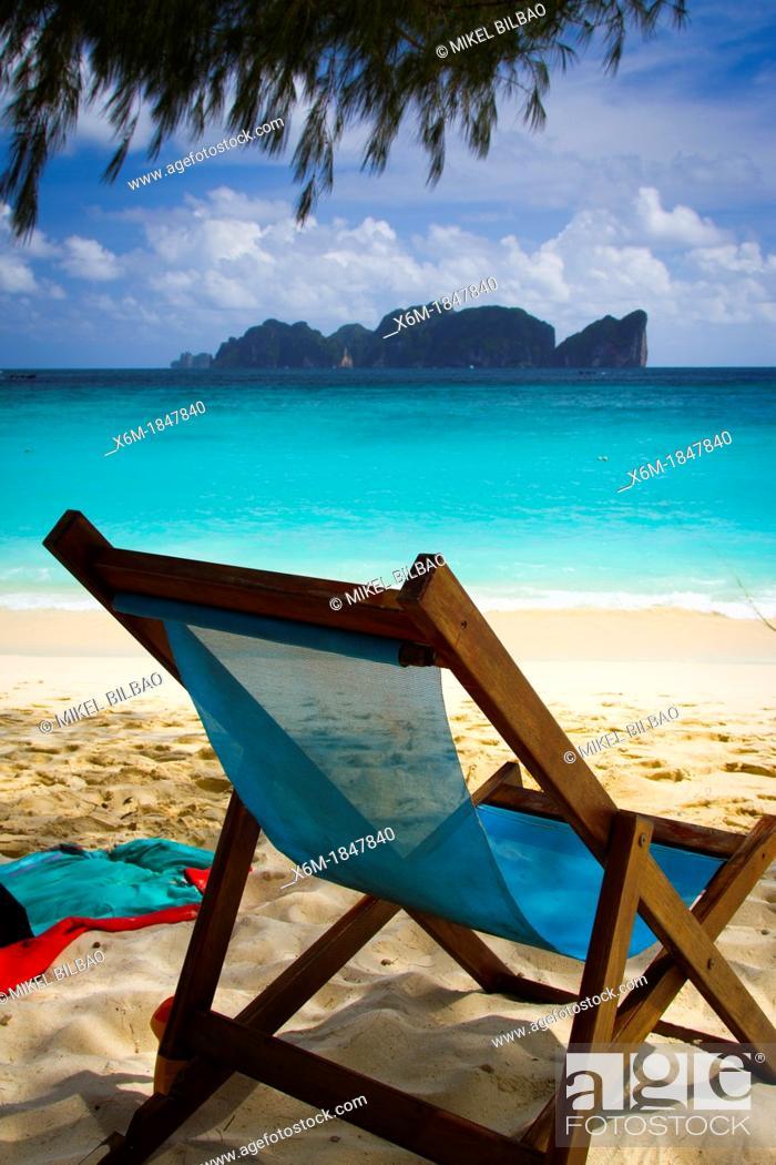 Imagen: Deckchair on Long beach  Phi Phi Don island  Krabi province, Andaman Sea, Thailand.