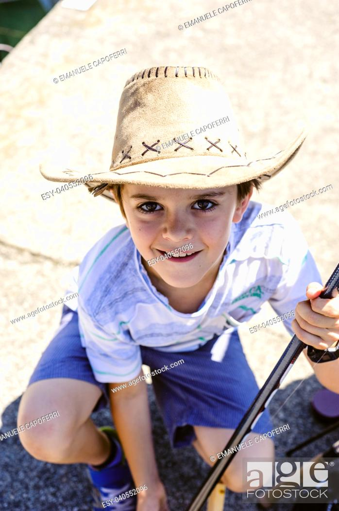 Imagen: portrait of a 10 year old boy with a cowboy hat.