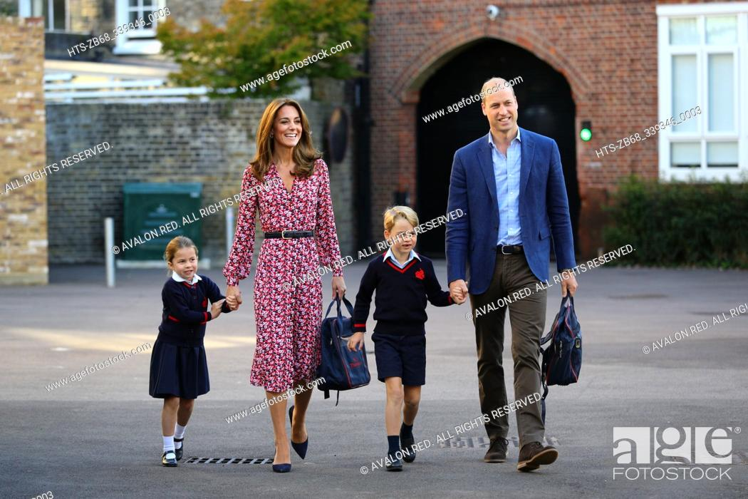 Imagen: Princess Charlotte, with by her father, the Duke of Cambridge, and mother, the Duchess of Cambridge and Prince George, arriving for her first day of school at.