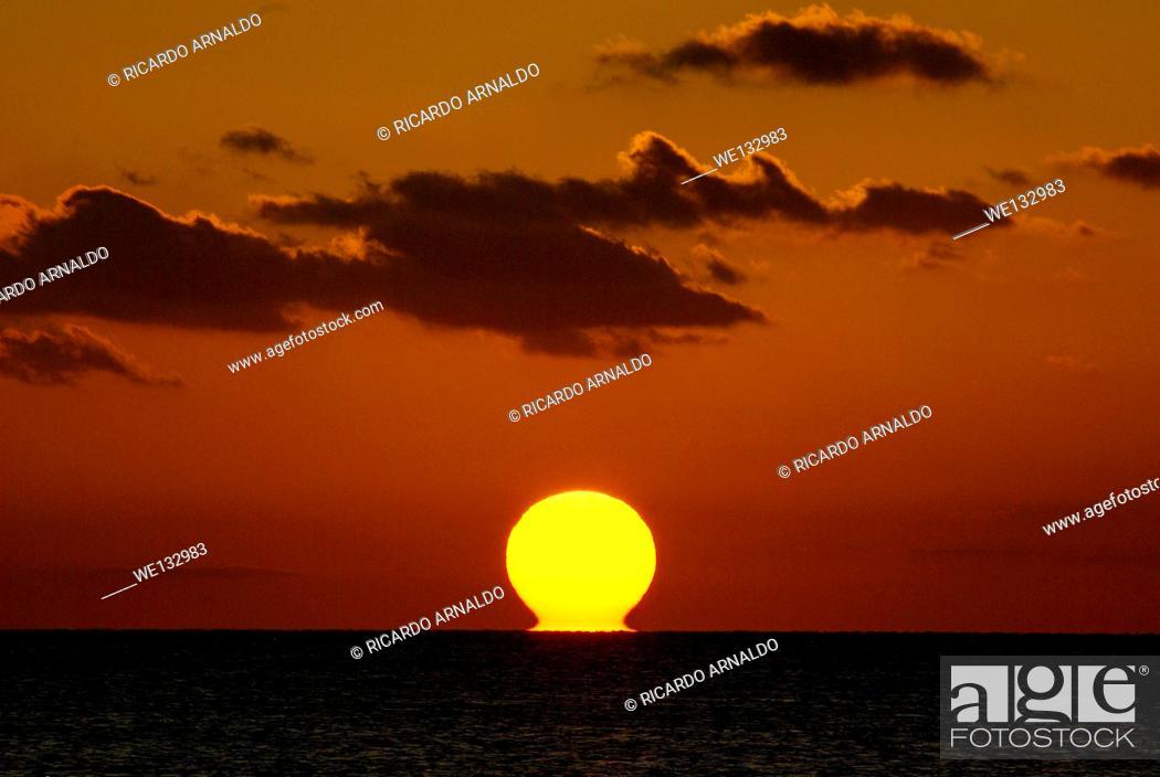 Stock Photo: Sinking Sun over Florida Keys.