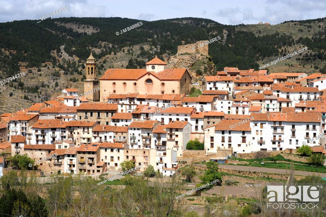 Imagen: Linares de Mora, castle and town. Gudar-Javalambre, Teruel province, Aragon, Spain.