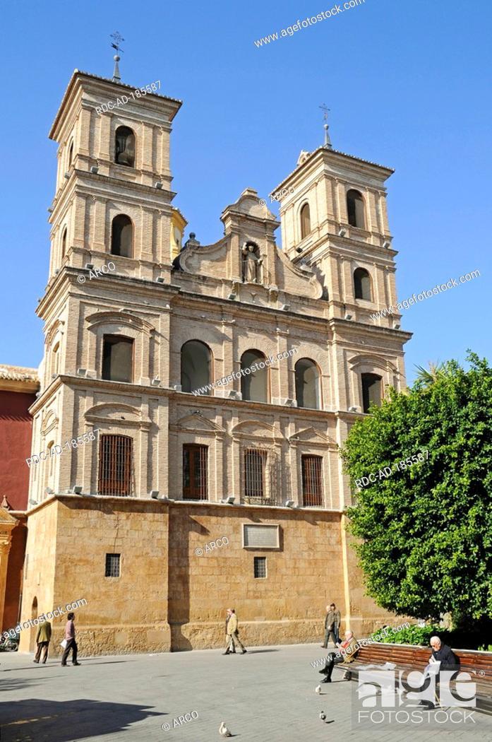 Imagen: Church, Santo Domingo square, Murcia, Spain.