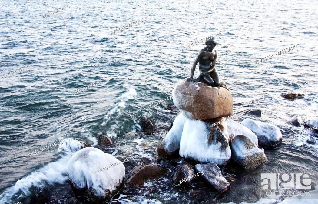 Stock Photo: The little mermaid sculture, Copenhague.