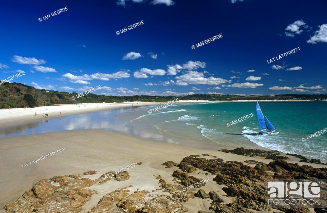 Imagen: Byron Bay is a beachside town in the north of the state of New South Wales, and the most eastern point of the country. It has significance as a meeting place.
