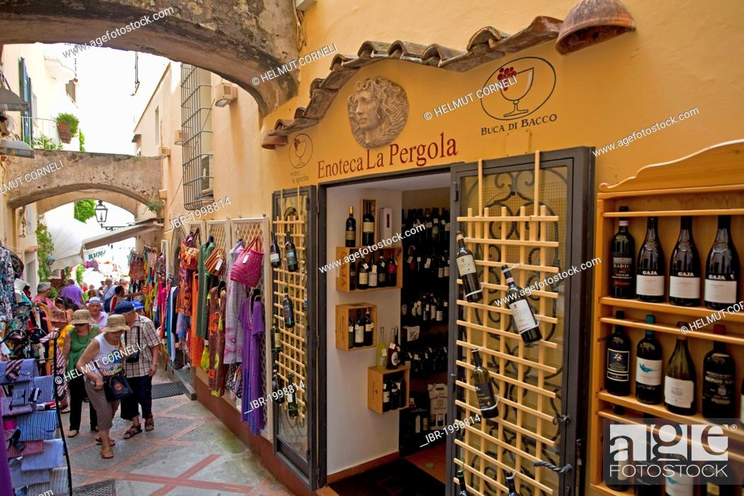 Wine shop in the alleys of the old town, Positano, Amalfi Coast ...