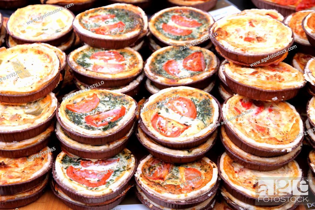 Stock Photo: quiches lorraines Food market. Portobello Road, London, England.