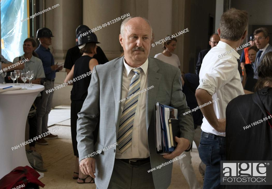 Imagen: 26 June 2019, Berlin: Hans-Dieter Hegner, Chief Building Officer of the Foundation for the Humboldt Forum, will attend a press conference after a meeting of the.