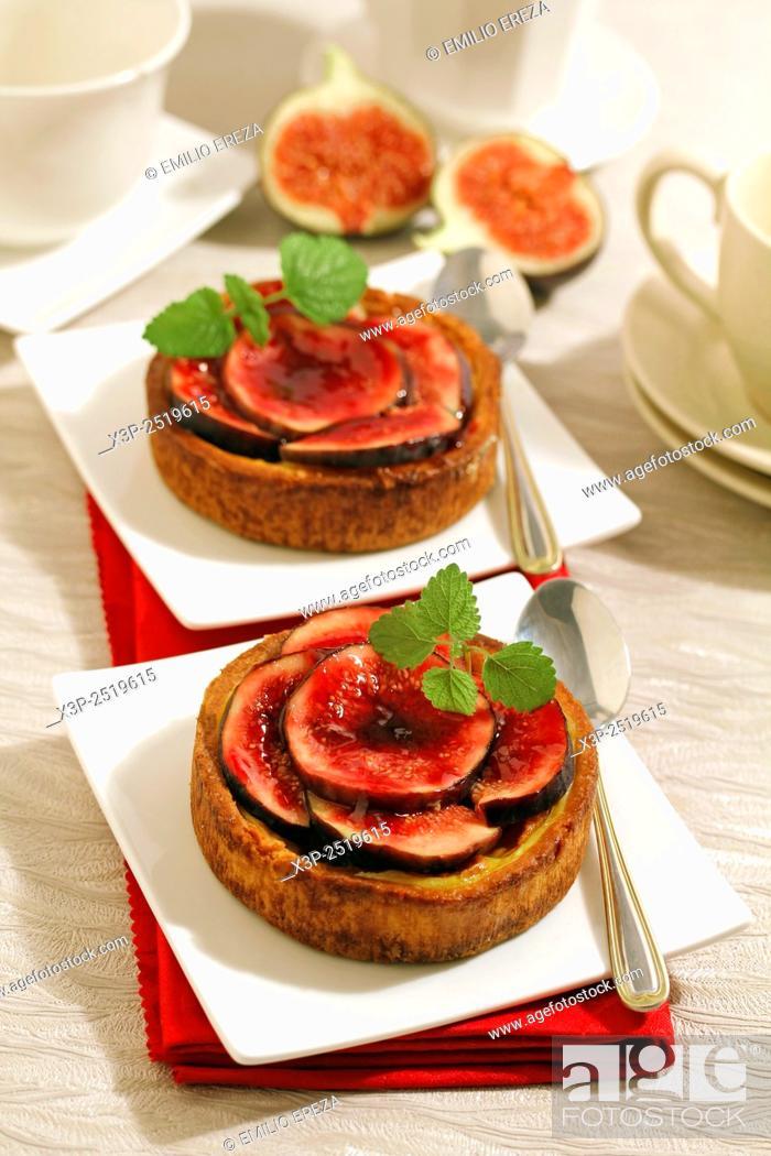Stock Photo: Figs tartlets.
