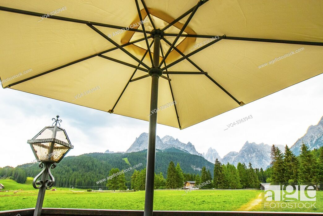 Imagen: San Candido country side, Dolomites behind, Province of South Tyrol, Trentino-Alto Adige, Italy, Val Pusteria.