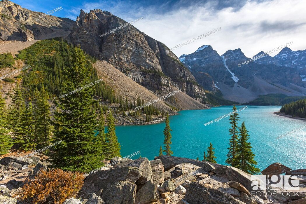 Stock Photo: Mountains and Moraine Lake in the Banff National Park, Alberta, Canada.