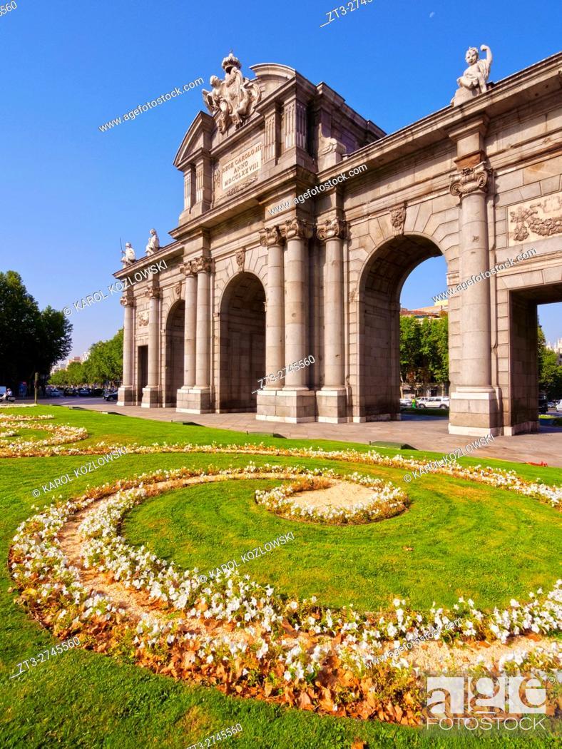 Imagen: Spain, Madrid, Plaza de la Independencia, View of the Neo-classical triumphal Archway The Puerta de Alcala. .