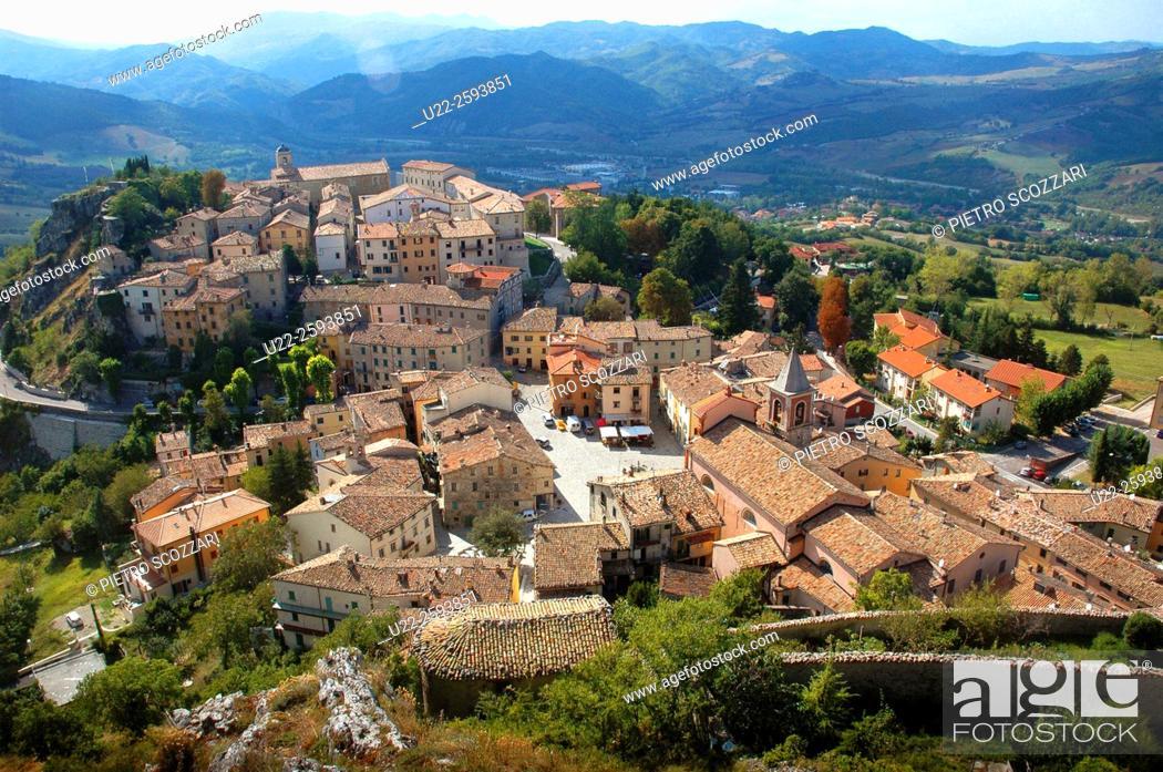 Stock Photo: Italy, Emilia Romagna, Pennabilli, the village.