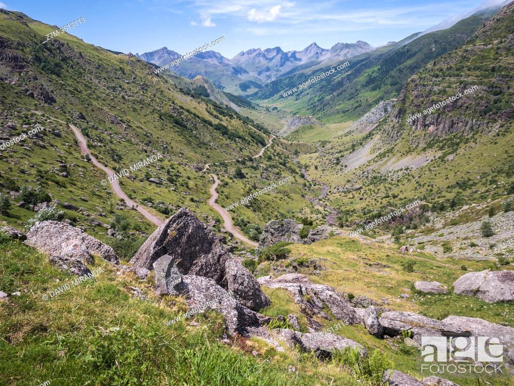 Stock Photo: Valle de Hecho. Huesca. Aragón. Pirineos. España.