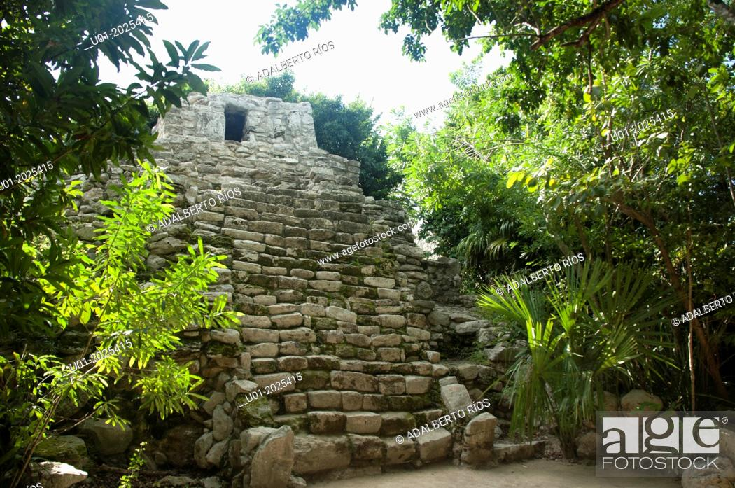 Stock Photo: Xelha was an important port of Maya sea routes. The creek was a natural area warm.It was founded between 200 and 600 and its splendor was between 1200 and 1550.