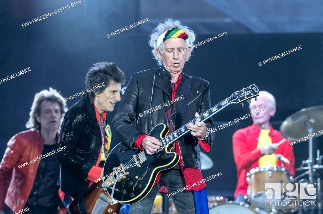 22 June 2018, Germany, Berlin: Guitarist Keith Richards (2R