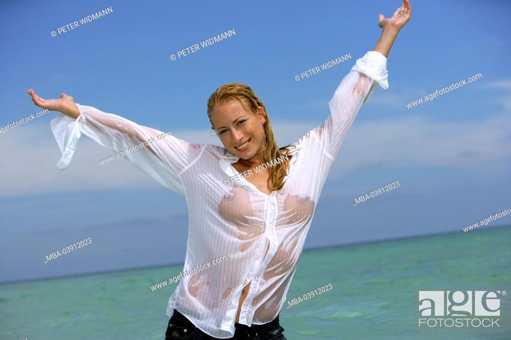 Imagen: woman, young, blond, lake, clothing, blouse, wet, gesture,.