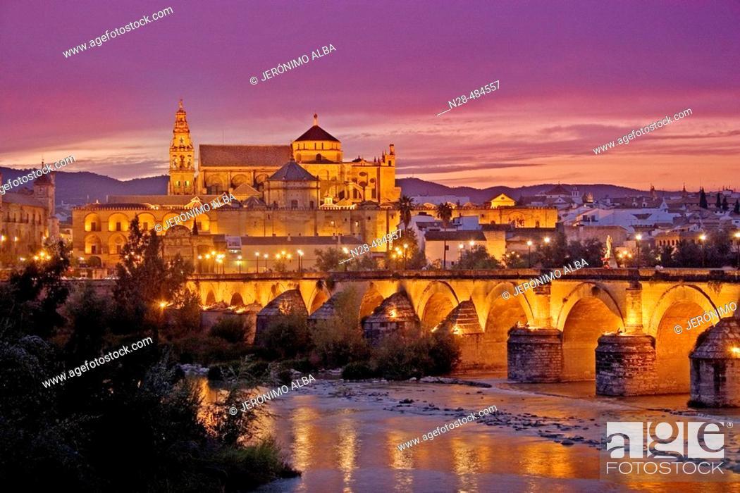 Imagen: Guadalquivir river, Roman bridge and mosque-cathedral in the evening. Córdoba. Andalucia. Spain.