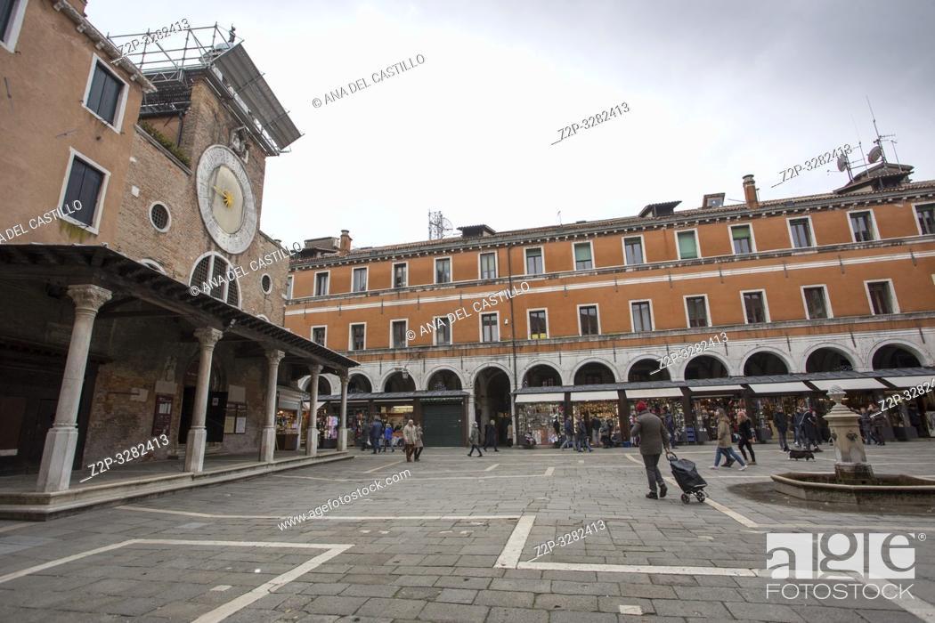 Imagen: Venice Veneto Italy on January 19, 2019: Cityscape at a winter morning.
