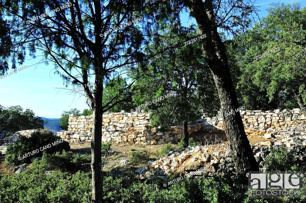 Imagen: Wall. Celtiberian settlement of Peña Moñuz, IV-IIIth centuries BC. Alto Tajo Natural Park. Olmeda de Cobeta, Guadalajara, Spain.