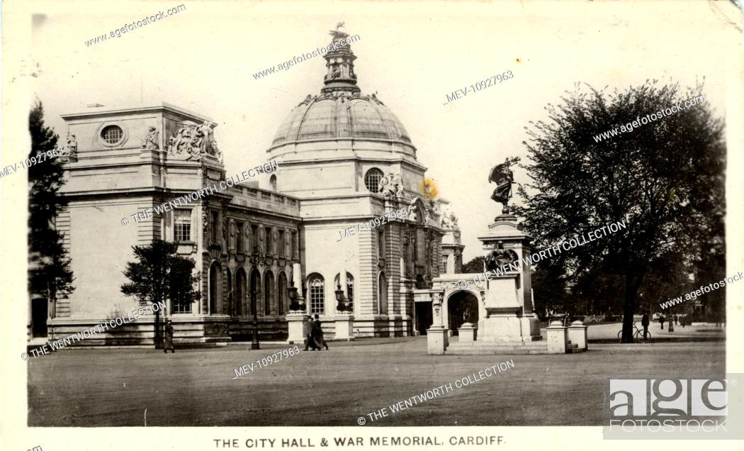 Stock Photo: The City Hall, Cardiff, Glamorgan, Wales. Showing the war memorial.