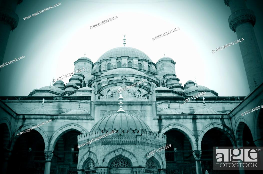 Stock Photo: Turkey, Istanbul, The New Mosque or Mosque of the Valide Sultan.