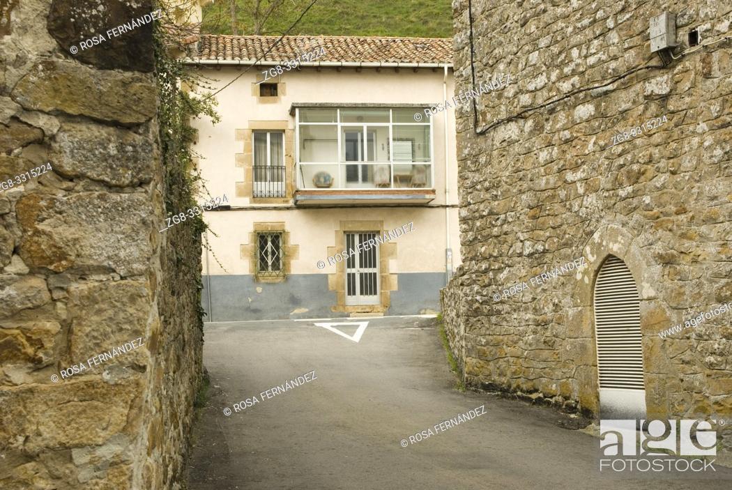 Photo de stock: Street and traditional houses, Espinosa de los Monteros, Las Merindades, province of Burgos, Castilla y Leon, Spain.