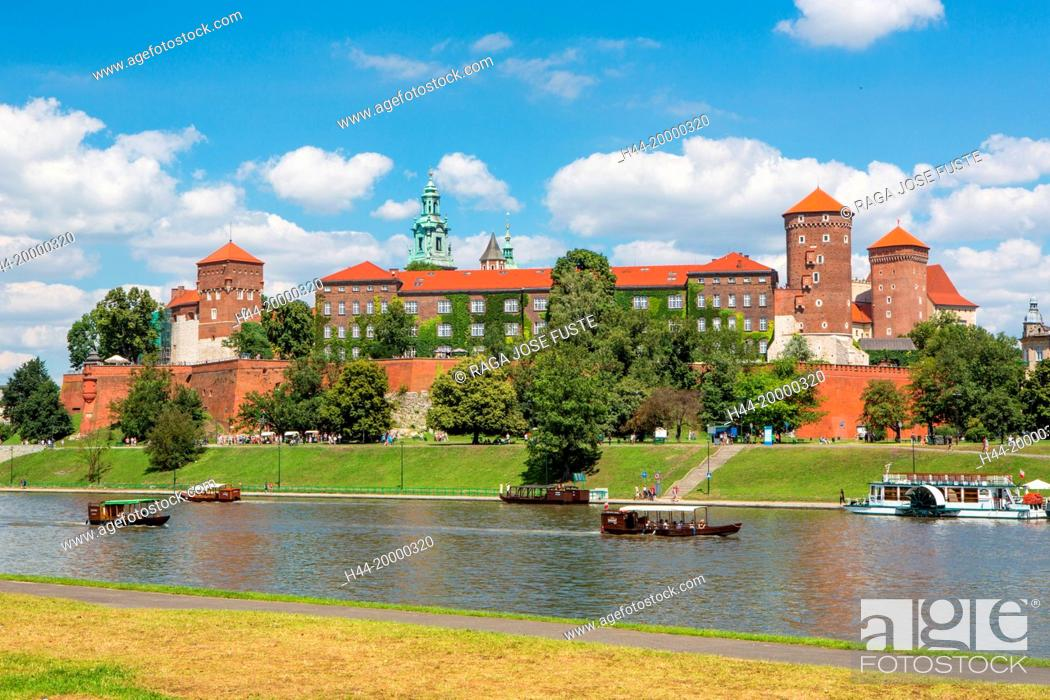Stock Photo: Wawel Royal Castle and river in Krakow.