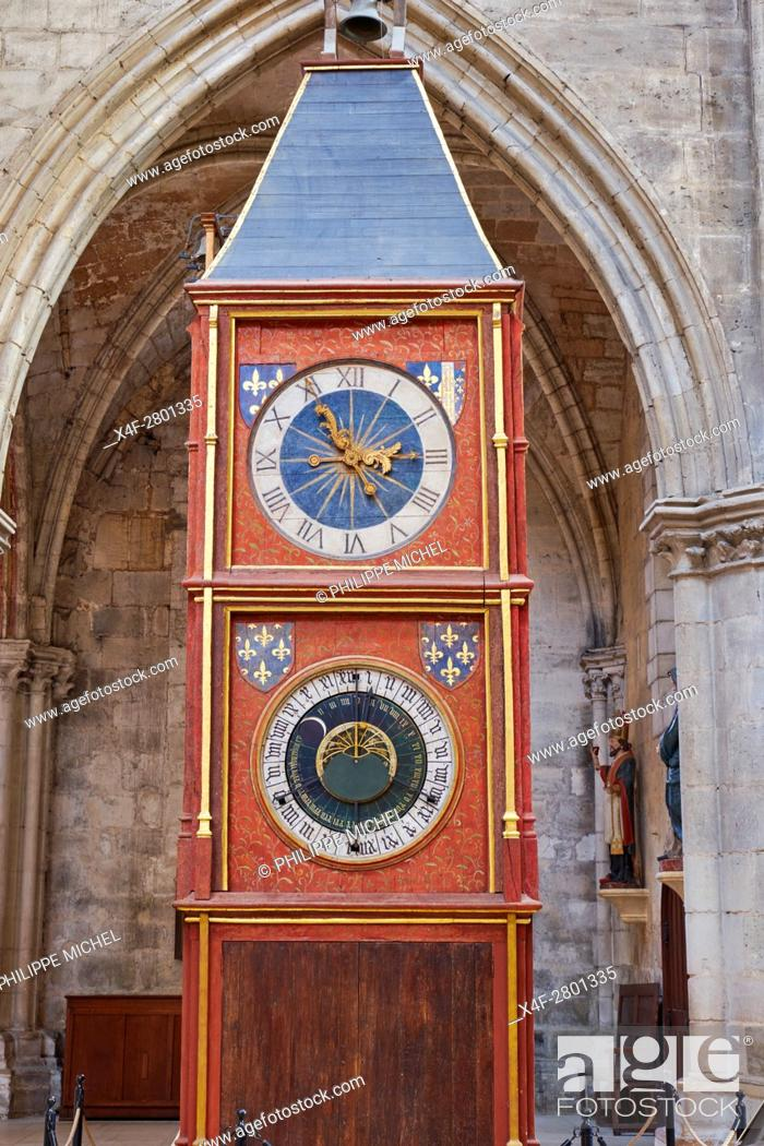 Imagen: France, Cher (18), Bourges, St Etienne cathedral, UNESCO world heritage, astronomic clock tower.