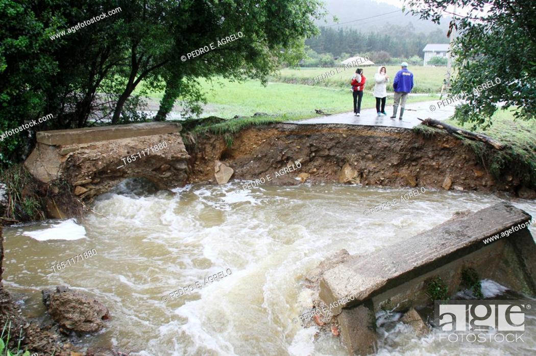 Imagen: Bridge collapsed after heavy rains. Mariña, Province of Lugo, Galicia, Northern Spain.