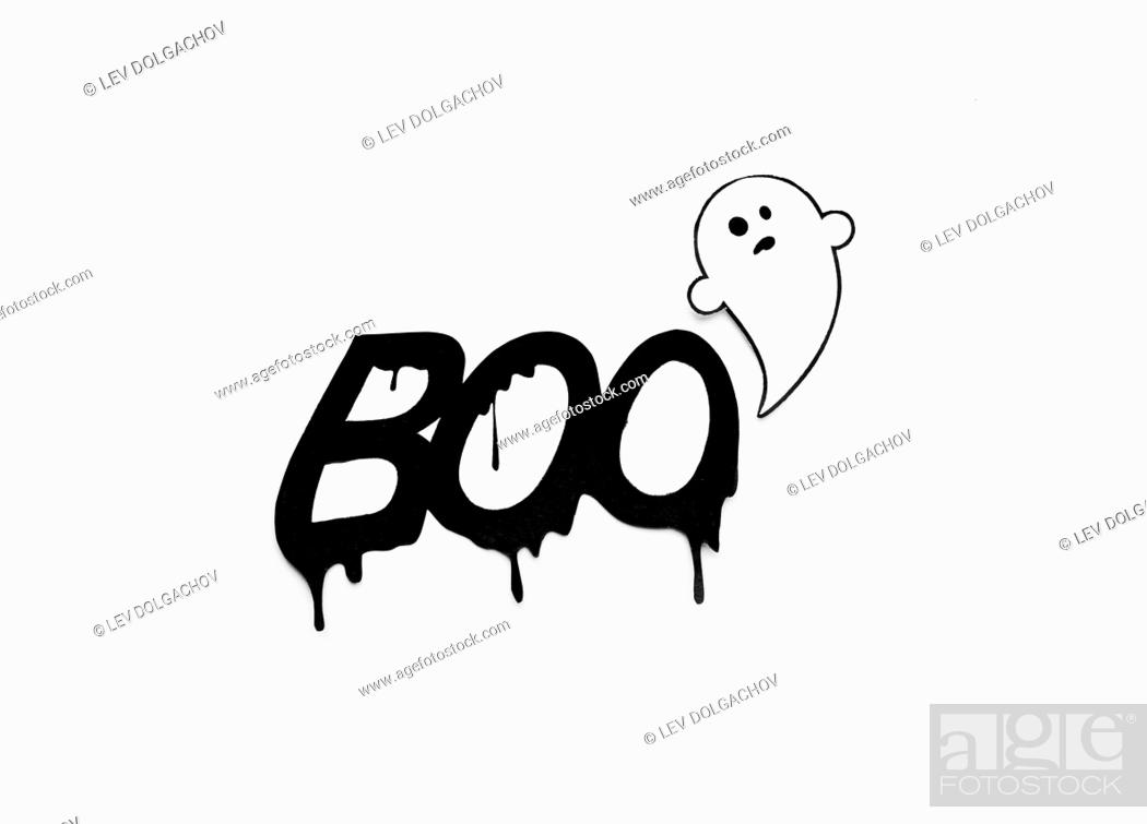 Imagen: halloween and decoration concept - paper ghost doodle and word boo over white background.