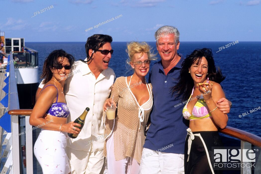 Stock Photo: Couples relax on cruise ship vacation enjoy pizza and drinks.