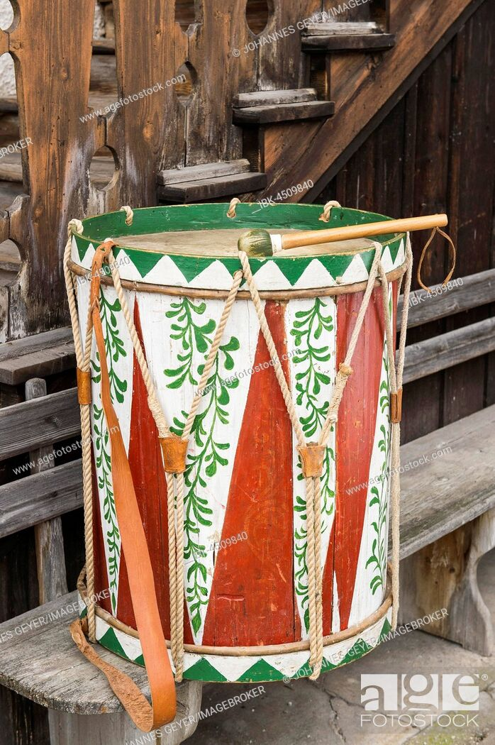 Imagen: Aussee Carnival, about 100 years old drum with beater on wooden bench, Bad Aussee, Styria, Austria.