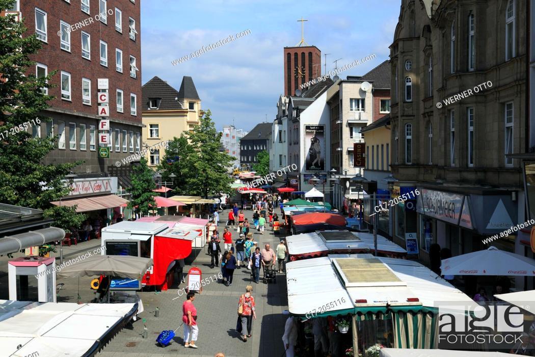 Stock Photo: Germany, Oberhausen, Oberhausen-Sterkrade, Lower Rhine, Ruhr area, Rhineland, North Rhine-Westphalia, NRW, Steinbrinkstrasse, weekly market, market stalls.