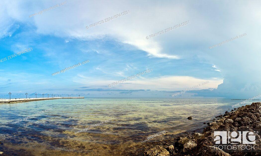 Imagen: Shallow Coastal Waters under a Blue Sky.