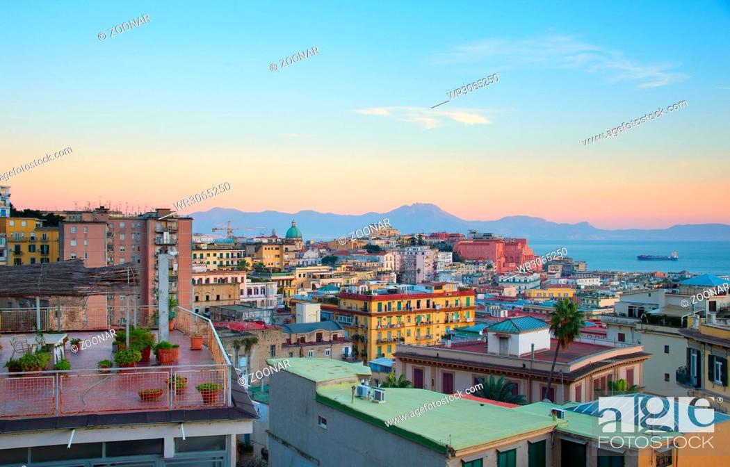 Imagen: Naples at twilight, Italy.