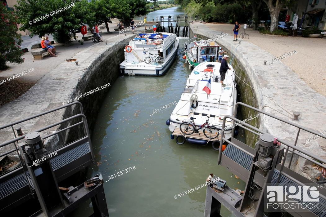 Stock Photo: France, Languedoc-Roussillon, Herault, cities of Beziers, Serignan and surroudings, Canal du Midi.