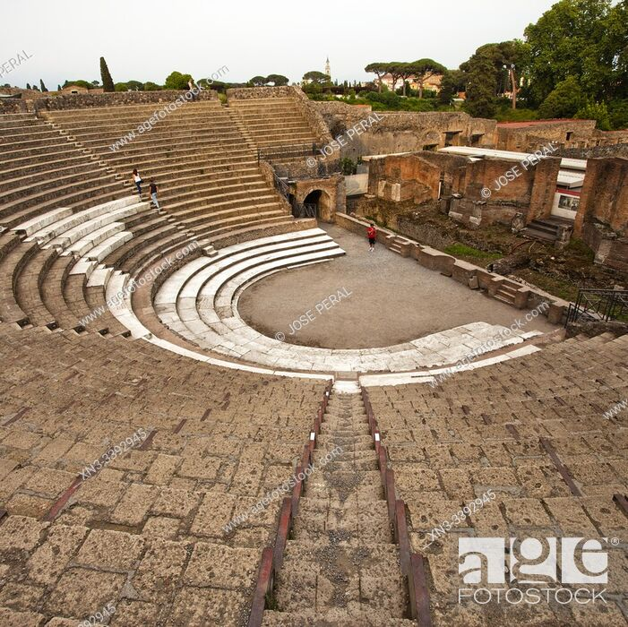 Imagen: Large Theatre, Excavations of Pompeii, was an ancient Roman town destroyed by volcan Mount Vesuvius, Pompei, comune of Pompei, Campania, Italy, Europe.