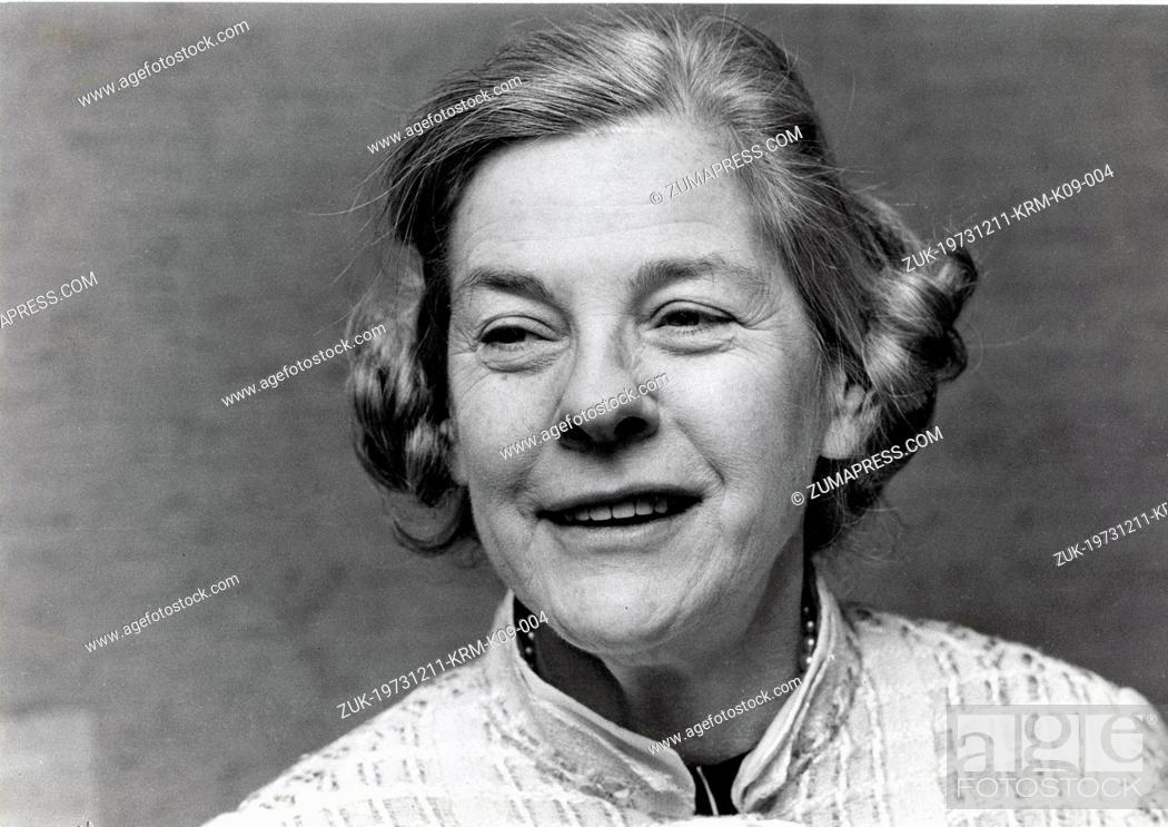 Imagen: Dec. 11, 1973 - Stockholm, Sweden - Writer, Novelist MARY MCCARTHY being interviewed at a press conference in Stockholm. (Credit Image: © Keystone Press.