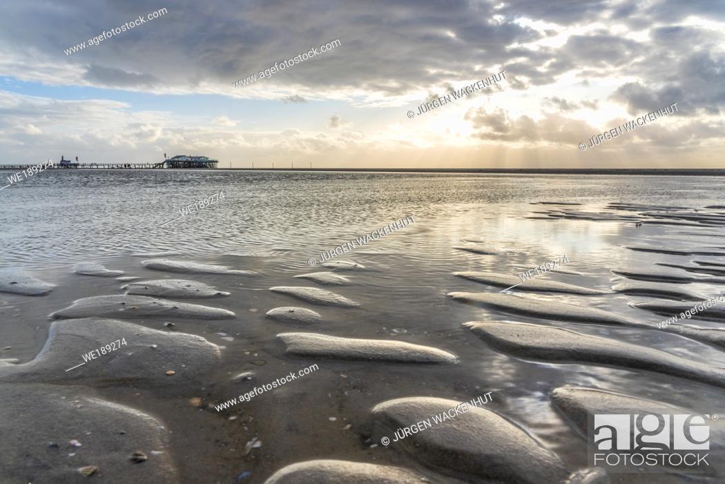 Imagen: Beach with stilt houses, Sankt Peter-Ording, North Sea, Schleswig-Holstein, Germany, Europe.