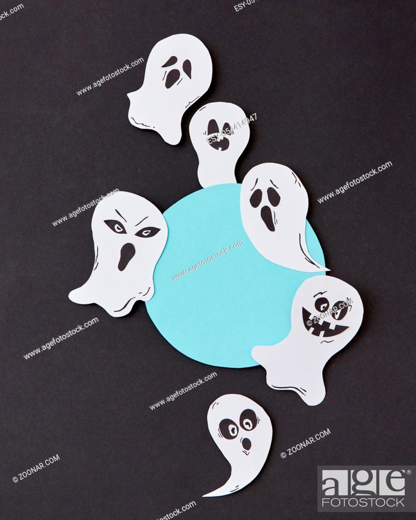 Imagen: Greeting card, creative application with handmade paper terrible spirits smiling and laughing ghosts on a black background, place under text.