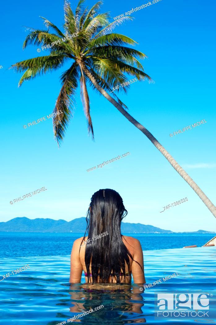 Stock Photo: Thailand, Siam gulf, Ko Samui island, woman at the swiming pool.