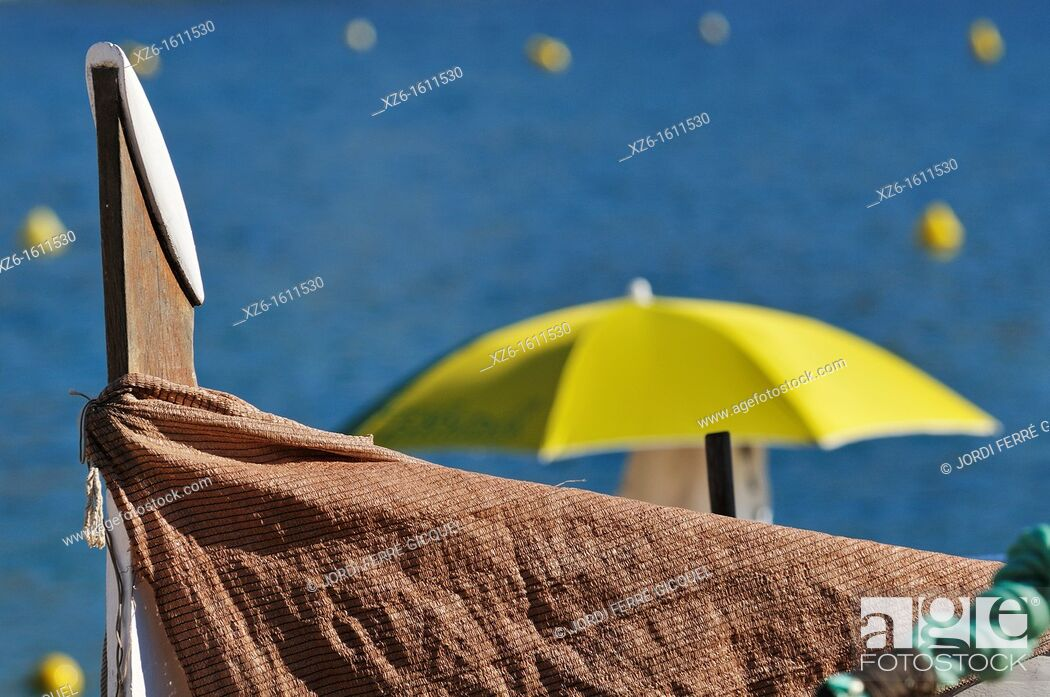 Stock Photo: Parasol and boat, Tossa de Mar, Costa Brava, Catalonia, Spain, Europe.