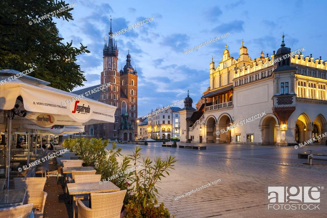 Stock Photo: Dawn on the main market square in Krakow, Poland.