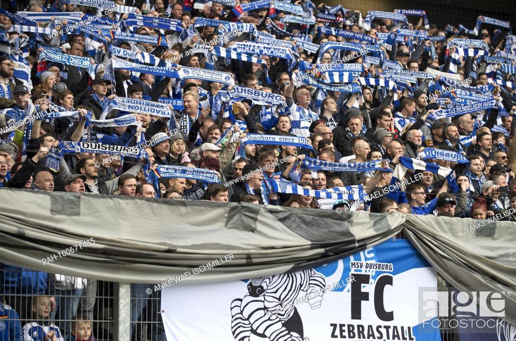 Fankurve Von Du Die Fans Halten Ihre Schals Hoch Fussball