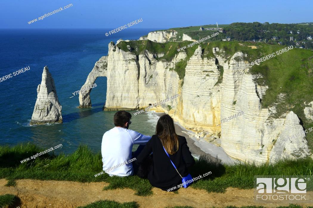 Imagen: The cliffs of Etretat on the Normandy coast, France, Europe.