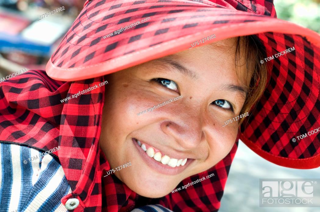 Stock Photo: Hawker at Ocheateal Beach, Sihanoukville, Cambodia.