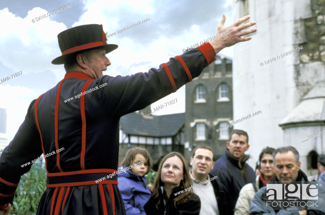 Stock Photo: beefeater and tourists, london, great britain.